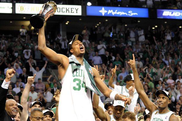 Paul Pierce ja Boston Celtics juhlivat NBA:n mestaruutta vuonna 2008. Los Angeles Lakers kaatui finaaleissa voitoin 4-2.