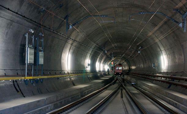 Gotthardin tunneli on maailman pisin ja syvimmällä kulkeva rautatietunneli.