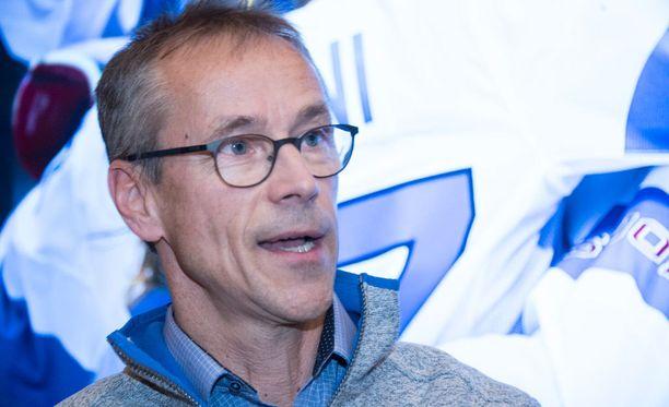 Naisten maajoukkueen päävalmentaja Pasi Mustonen koki kauhun hetkiä, kun joukkueen ykköstähti Jenni Hiirikoski loukkaantui reilu viikko sitten.