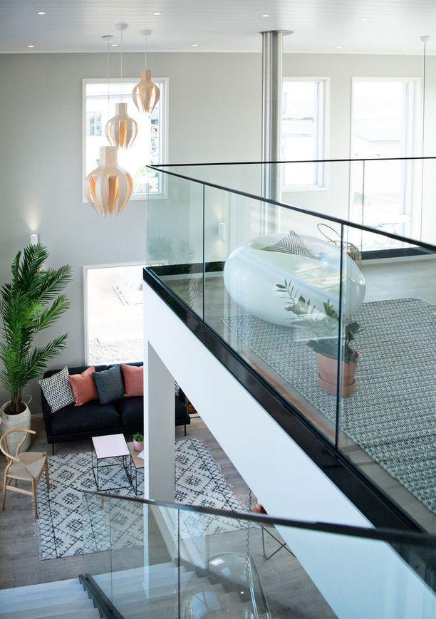 Sievitalo Kultakoivu 187 -kohteessa on huima huonekorkeus. Sisustuksessa on käytetty luovasti erilaisia materiaaleja.