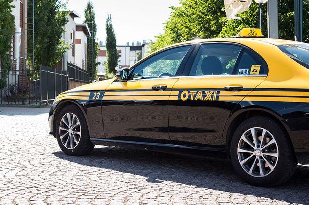 Oulussa näkyy nykyään tämän näköisiä takseja. Joku ajatteli kenties Slovakiassa, että plagiaatista ei jää kiinni.