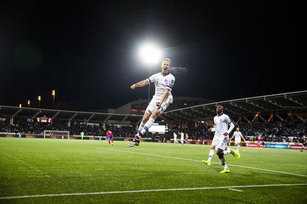 Tästä hetkestä Jasse Tuominen tullaan aina muistamaan. Liechtenstein kaatui Tuomisen 1–0-maaliin 15.11.2019. Suomi on EM-kisoissa.