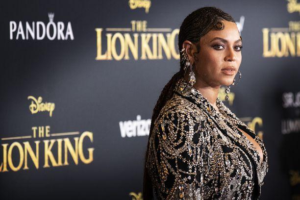 Beyoncé antoi ystävilleen paljonpuhuvan korun.