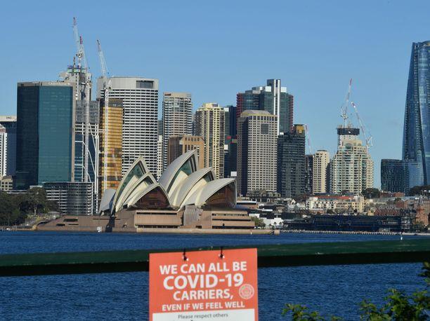 Arvostelijoiden mukaan rikkaille ulkomaalaisille on annettu mahdollisuus ostaa pääsy Australiaan, joka sulki kansainväliset rajansa 15 kuukautta sitten.