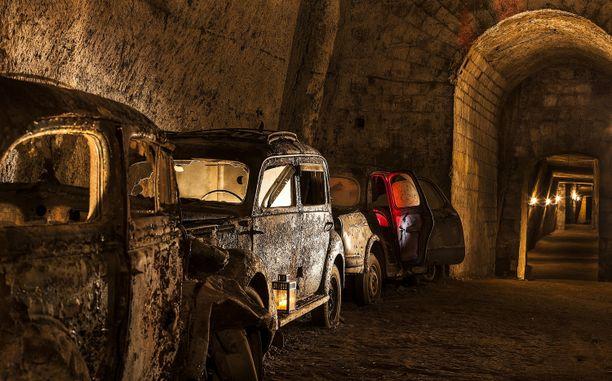 Kuningas Ferdinand II alkoi rakennuttaa tunnelia vuonna 1853.