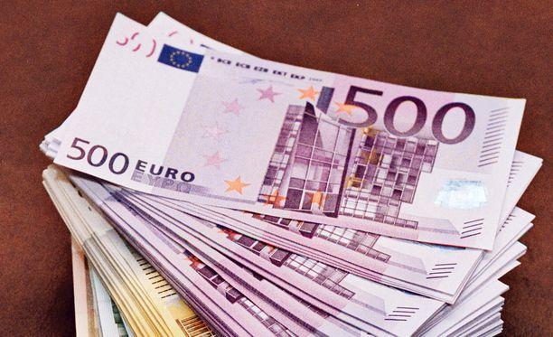 Ex sai lypsettyä naiselta kymmeniä tuhansia euroja.