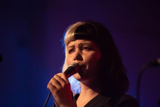 Vesta on tämän hetken yksi suosituimmista naisartisteista Suomessa.