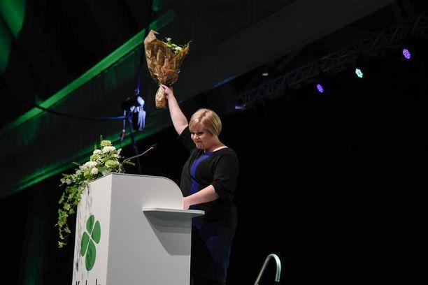 Annika Saarikko sai puheenjohtajavaalissa 1 157 ääntä ja tuli valituksi suoraan.
