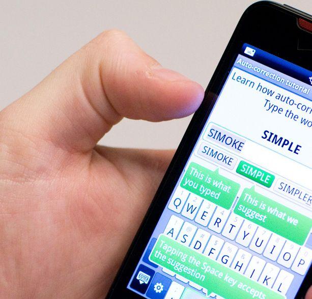Älypuhelimen käyttäjän ei kannata jatkuvasti näprätä laitetta samalla sormella.