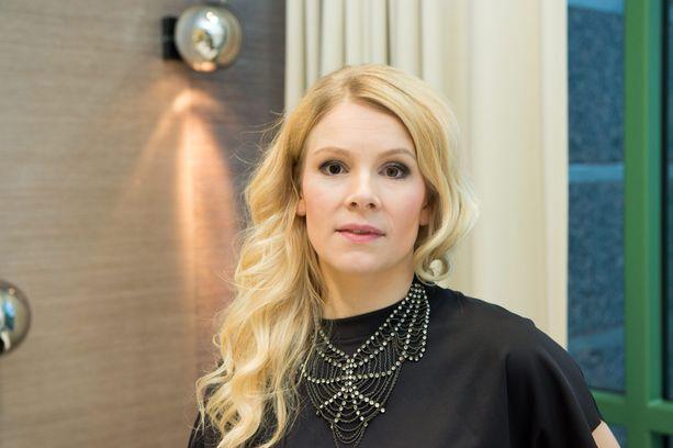 Pamela Tola näytteli Aku Louhimiehen Paha Maa-elokuvassa.
