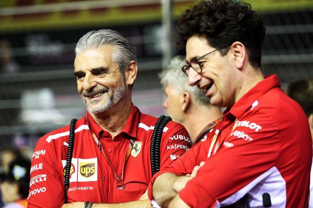Maurizio Arrivabene (vas) ja Mattia Binotto nostivat yhdessä Ferrarin Mercedeksen suurimmaksi haastajaksi.