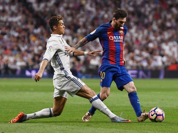 Cristiano Ronaldo (vas.) ja Leo Messi ottavat taas toisistaan mittaa lauantain El Clásicossa.