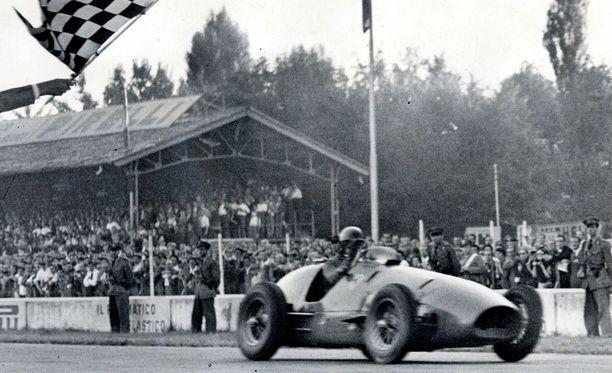 Alberto Ascari voitti F1:n maailmanmestaruuden 1952 ja -53 Ferrari-tallin kuljettajana.