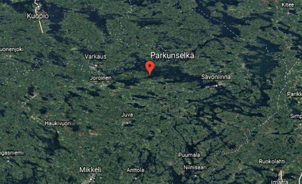Kolmeatoista ihmistä kantanut vene kaatui juhannusaattona Rantasalmen Parkunselällä.