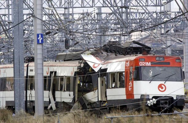Al-Qaida iski tuhoisasti junaliikenteeseen Espanjassa 2004.