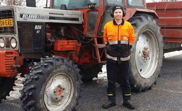 Traktori on tarpeen Leevin firman pyörittämisessä.