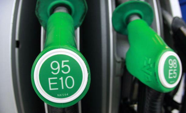 Suomessa myytävissä liikennepolttoaineissa täytyy olla tietty määrä biopolttoainetta, jotta EU:n asettamat velvoitteet täyttyvät.