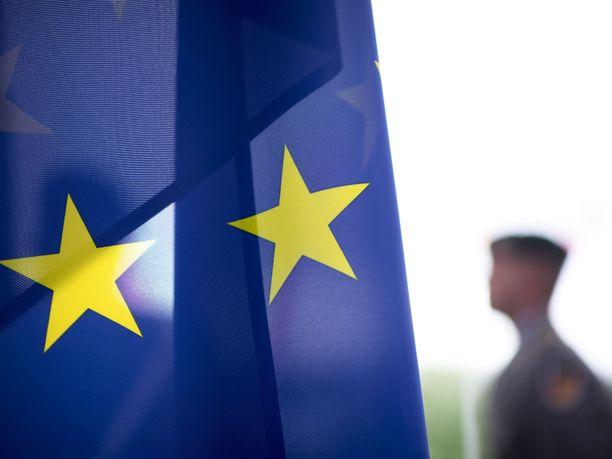 EU:n yhteistä armeijaa kannattaa 26 prosenttia ja vastustaa 40 prosenttia vastaajista Maaseudun Tulevaisuuden kyselyssä.