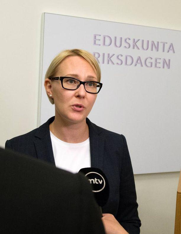 Puhemies Maria Lohela selvisi onnettomuudesta vammoitta.