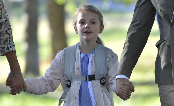 Prinsessa Estelle aloitti opintien.