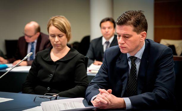 Syyttäjät Paula Pajula ja Kalle Kulmala Vaasan oikeustalolla lokakuussa.