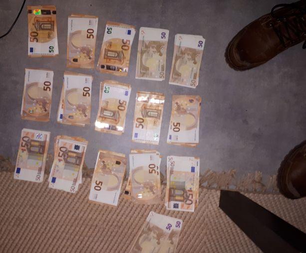 Poliisi takavarikoi Tuusulan omakotitalosta tuhansia euroja käteistä.