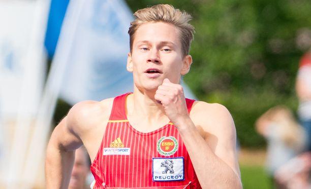 Oskari Mörö voitti SM-kultaa 400 metrin aidoissa.