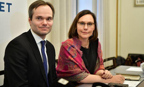 Uutena ministerinä aloittaa Anne-Mari Virolainen, ja Kai Mykkänen vaihtaa yhden ministeriön tehtävät toiseen.