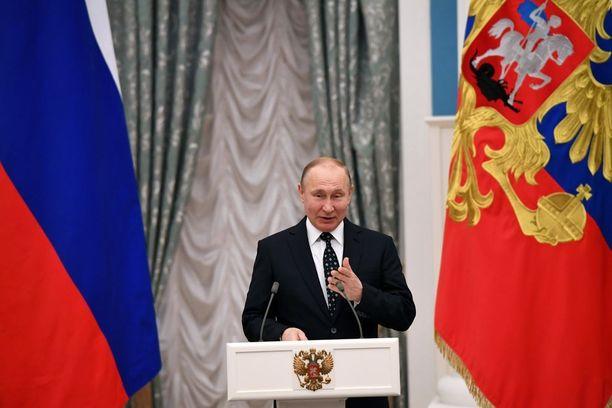 Vladimir Putin nousi neljännelle kaudelleen ja johtaa Venäjää taas seuraavat kuusi vuotta.