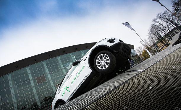 Land Rover Terrapod -ajoradalla pääsee kokemaan, miten raskas maastoauto taipuu erilaisiin riipuntatilanteisiin.