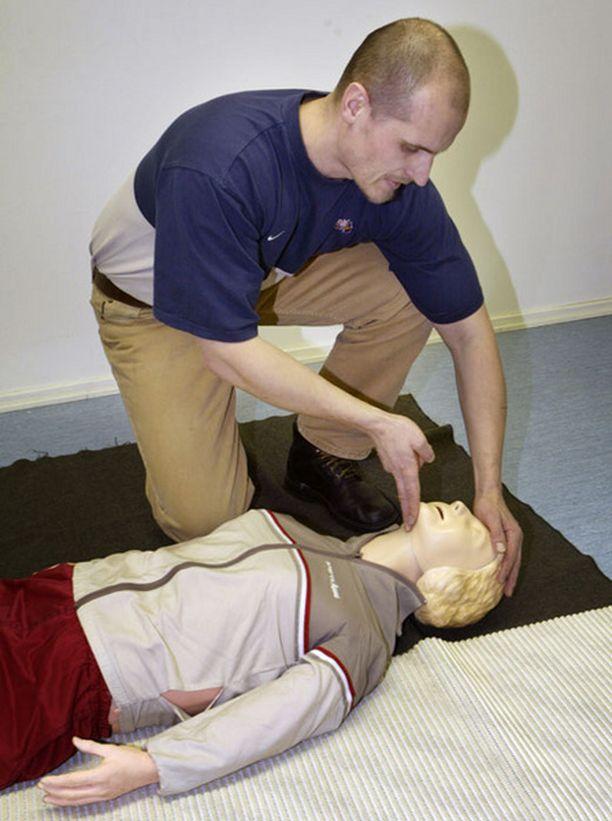 - Ensiapukoulutus voi vähentää myös onnettomuuksia, SPR:n ensiapukolutuksen päällikkö Henna Korte sanoo.