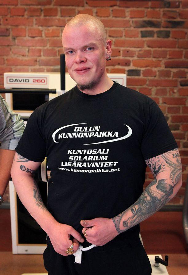 Janne on sinnikkäästi jatkanut laihdutusurakkaansa. Kehoa on kiinteytetty ja tulokset näkyvät.