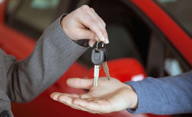 Varkausvakuutus ei korvaa varkautta, jos ajoneuvo on itse luovutettu toiselle henkilölle.