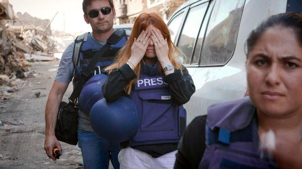 Stacey Dooley joutui Irakin-kuvausreissullaan turvautumaan erityisiin turvatoimiin. Viikon kuluttua tulevassa seurantadokumentissa hän palaa maahan noin vuosi edellisen vierailunsa jälkeen.