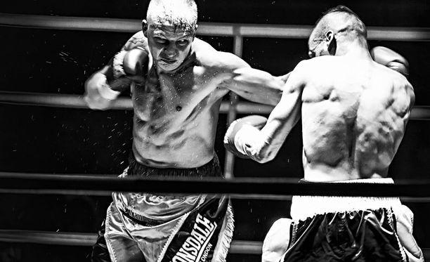 Jarkko Putkonen (kuvassa) yrittää lauantaina ryöstää Manchesterissa Jack Catterallilta ylemmän kevytsarjan WBO Intercontinental -tittelin.