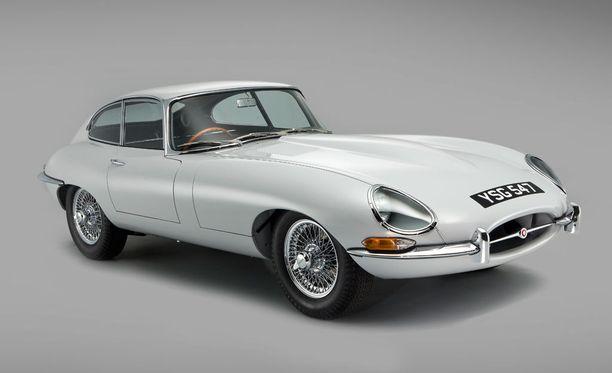 Entisöity Jaguar E-type.