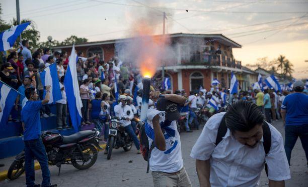 Mielenosoitukset ovat jatkuneet jo useita viikkoja.