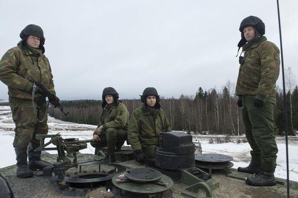 Tammelin (vasemmalla), Sivula, Vihma ja Wallén ovat tiivis ryhmä koulutuksen ajan.