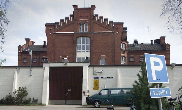 Käräjäoikeus määräsi Tomi Ripattilan säilytettäväksi Oulun vankilassa.