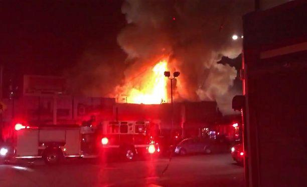 Palopäällikön mukaan rakennuksen katto romahti.