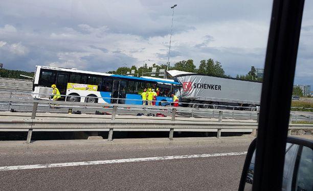 Linja-autossa ei ollut matkustajia kolarin aikana.