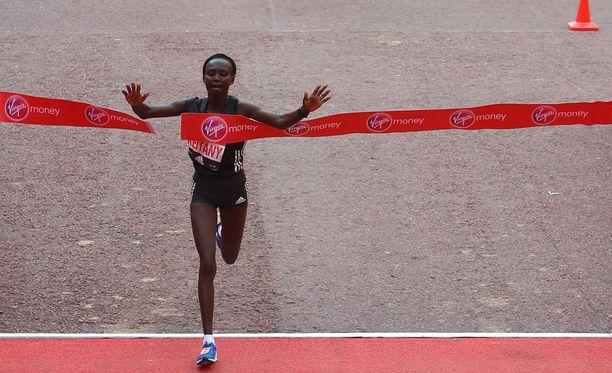 Mary Keitany pinkaisi maratonin ajassa 2.17.01.