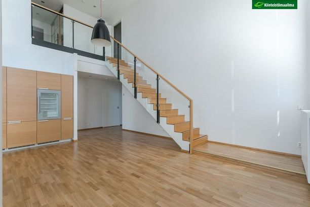 Eiranrannan asunto on kaksikerroksinen kulmahuoneisto.