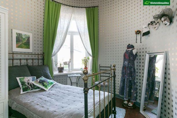 Tunnelmallisessa makuuhuoneessa on pyöreä seinä.