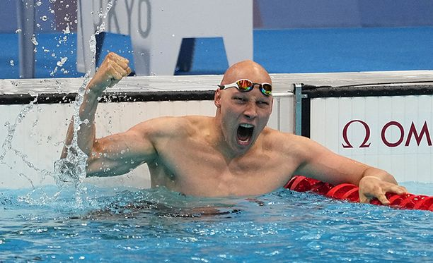 Matti Mattsson tuuletti villisti olympiapronssiaan.