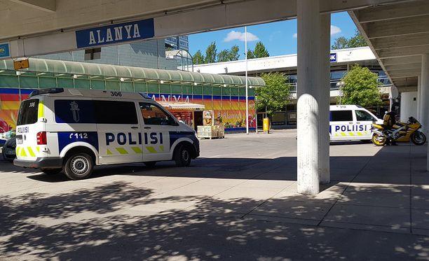 Puotinharjun ostoskeskuksessa oli tappelu ja kauppaan kohdistunut mellakka toukokuun 28. päivänä. Poliisi vieraili paikalla vielä seuraavan viikon torstaina näkyvästi.