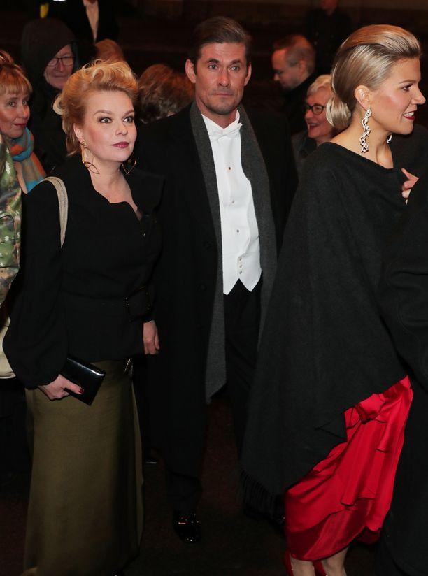 Elina Knihtilä ja Tommi Korpela odottavat Alman tapaamista.