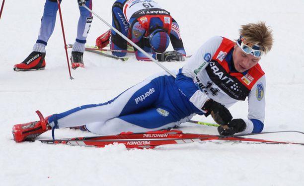 Ville Nousiaisen kisa päättyi ikävään kaatumiseen. Kuva Tour de Skiltä.