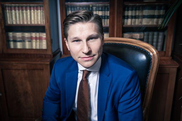 Antti Häkkänen aikoo jäädä isyysvapaalle.