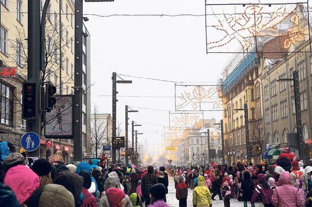 Tampereella koristevalot palavat jo lokakuusta alkaen.